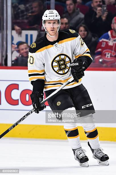 Riley Nash of the Boston Bruins skates during the NHL game against the Montreal Canadiens at the Bell Centre on December 12 2016 in Montreal Quebec...