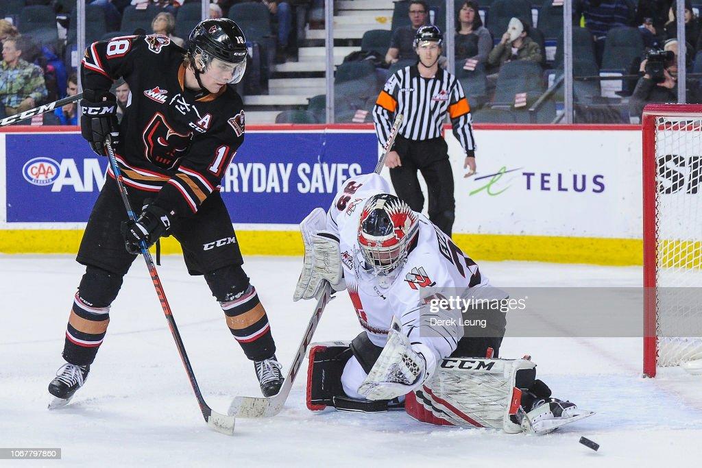 Moose Jaw Warriors v Calgary Hitmen : News Photo