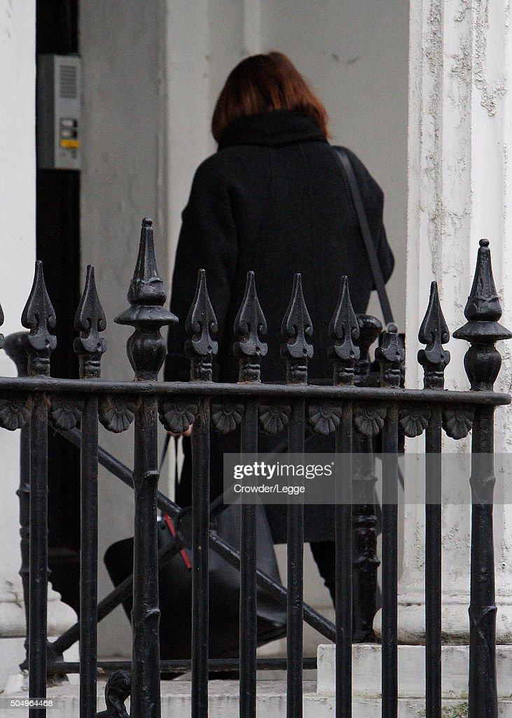 Scenes At Alan Rickman's London Home -  January 14, 2016 : Fotografía de noticias