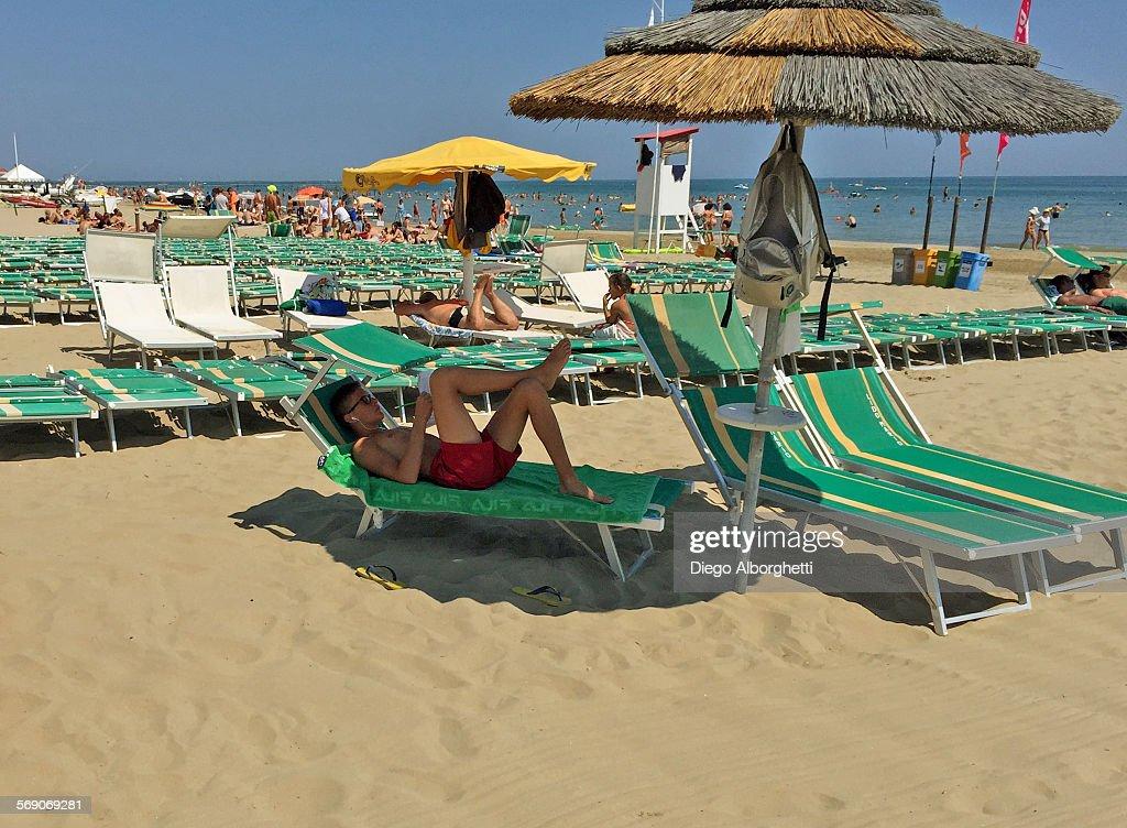 Beach People : News Photo