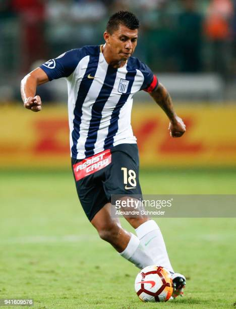 Rinaldo Cruzado of Alianza Lima of Peru in action during the match against Palmeiras of Brazil for the Copa CONMEBOL Libertadores 2018 at Allianz...