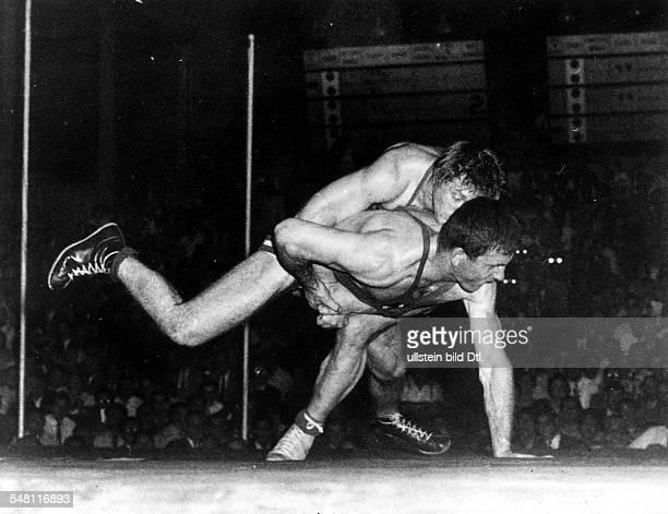 Ringen griechischrömisch Superschwergewicht Wilfried Dietrich gewinnt gegen Hamit Kaplan der im freien Stil Olympiasieger geworden war Dietrich...
