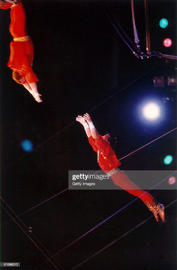 Ringling Brothers Barnum & Baily Trapeze Star Serguei Tur Soars To Guinness World Record Before An : News Photo
