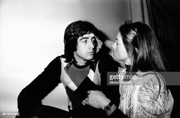 Ringo deux heures apres son accident en voiture rentre chez lui ou sa femme Sheila le soigne de toute sa tendresse le 11 avril 1974 a Feucherolles...