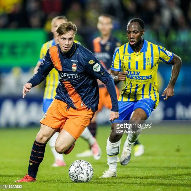 Ringo Meerveld of Willem II and Vurnon Anita of RKC Waalwijk during the Dutch Eredivisie match between RKC Waalwijk and Willem II at Mandemakers...