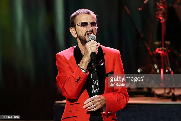 2 066 Ringo Starr And His All Starr Band In Concert Photos And Premium High Res Pictures Getty Images