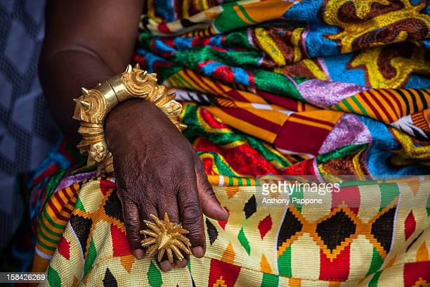 rings and golden bracelets worn by the ashanti chi - ghana ashanti stock pictures, royalty-free photos & images