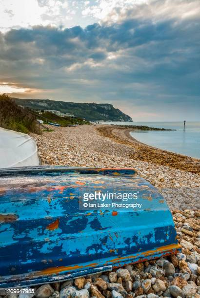 ringstead bay, dorset, england, uk. 22 august 2007. view of beach and cliffs from the west. - nautical vessel stock pictures, royalty-free photos & images