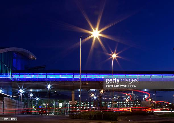ringway airport manchester at night - manchester international airport stock pictures, royalty-free photos & images