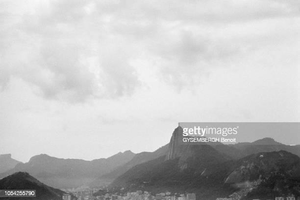 Rio Brésil Amérique du Sud 1989 Pendant six mois le photographe Benoît Gysembergh a traqué à travers continents et océans la ligne imaginaire qui...