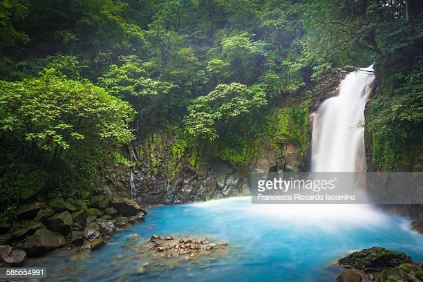 rio celeste - azul photos et images de collection