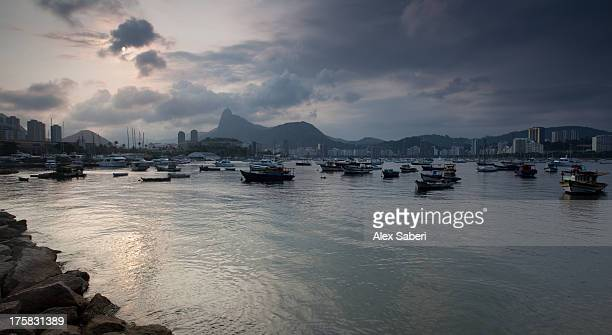rio de janeiro and boats moored in guanabara bay at dusk. - alex saberi stock pictures, royalty-free photos & images