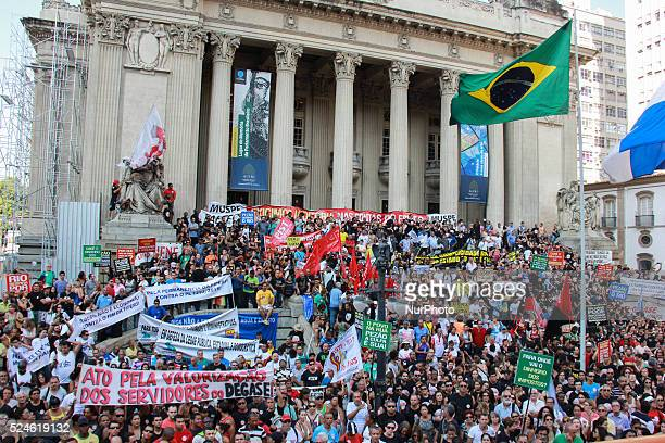 Civil servants of the state government of Rio de Janeiro held protest against the governor Luiz Fernando Pez��o on the afternoon of Wednesday...