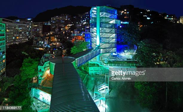 rio de janeiro, brazil - a modern system of lift, walkways and staircases linking the lower city and favelas. - carlos alkmin stock pictures, royalty-free photos & images