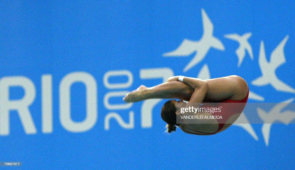 Brazilian Juliana Veloso dives from the... : News Photo