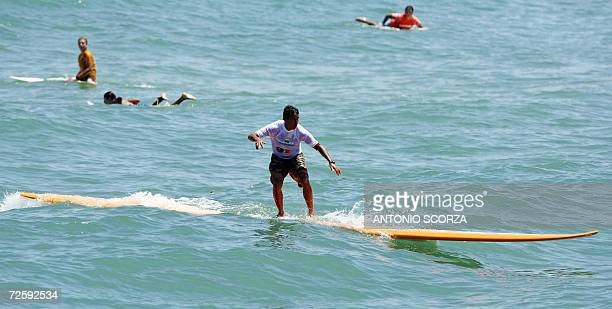 Brazilian surfer Rico de Souza rides a wave on the world biggest surfboard to set a record 17 November 2006 at the Macumba beach 50 Km west Rio de...
