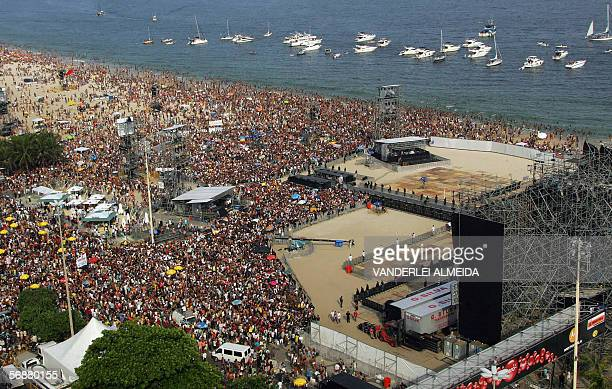Rio de Janeiro, BRAZIL: General view of the Copacabana beach in Rio de Janeiro 18 February, 2006 where British rock band Rolling Stones will present...