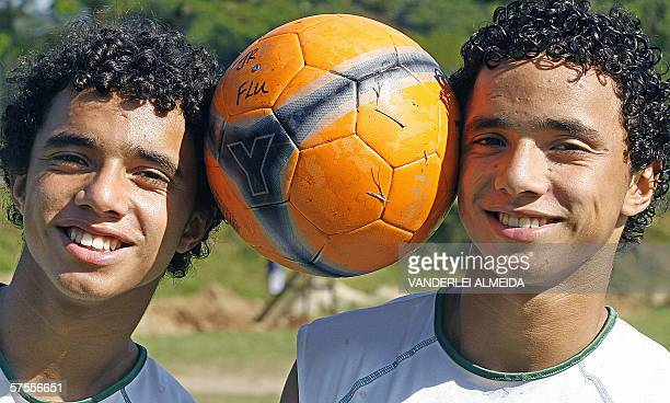 TO GO WITH AFP STORY Identical twins Rafael and Fabio Pereira da Silva members of the Under15 Brazilian national soccer team and Rio de Janiero's...