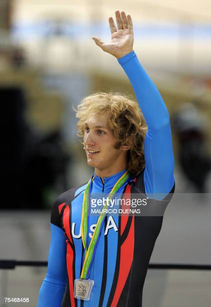 Rio de Janeiro, BRAZIL: US ciclist Ben Barczewski celebrates after winning the Silver medal of the men's sprints finals, 18 July 2007, in the XV Pan...