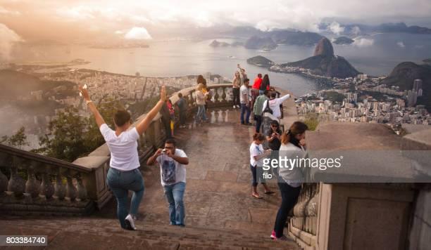 rio de janeiro - strand von copacabana stock-fotos und bilder
