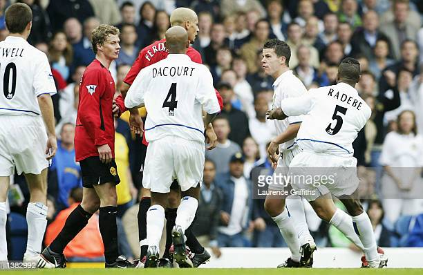 Rio Ferdinand of Manchester United acts as peacemaker between Ian Harte of Leeds and Ole Gunnar Solskjaer ofman Utd during the FA Barclaycard...