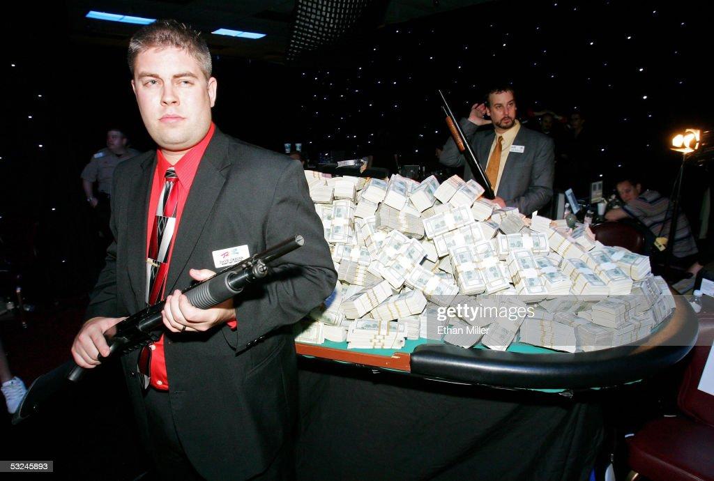 Охранники казино бесплатно игровые аппараты онлайнi