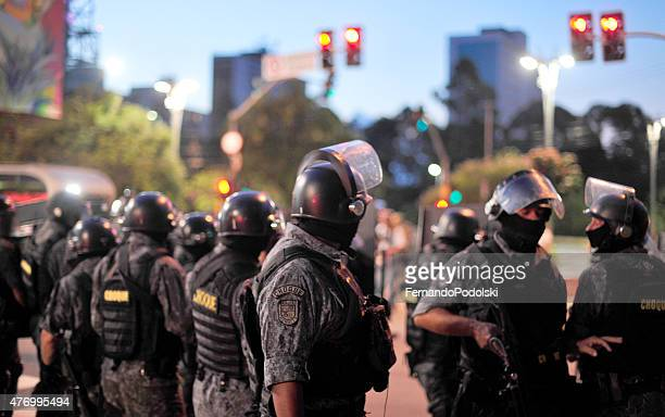 riot platoon - tariff stock pictures, royalty-free photos & images