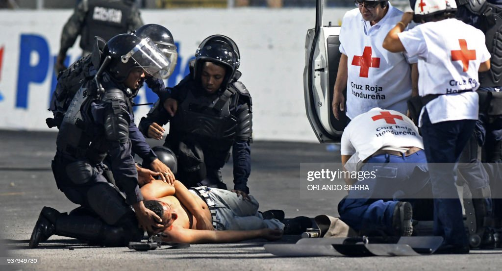TOPSHOT-HONDURAS-VIOLENCE-FBL : News Photo