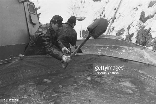 Riot police break ice on the surfice of water pools to fire water cannon onto the Asama Sanso lodge where the United Red Army members take a hostage...