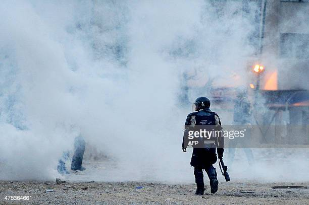 Riot police clash with opponents of Venezuelan President Nicolas Maduro during an antigovernment protest in Caracas on February 27 2014 Dueling demos...