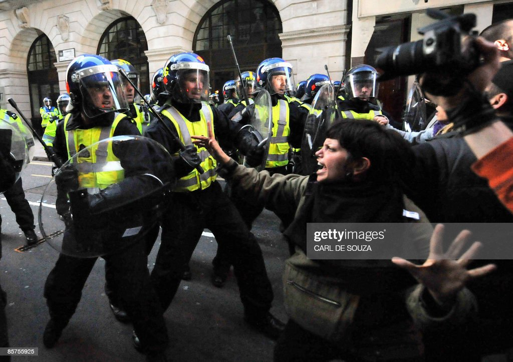 Riot police clash with protestors in Lon : News Photo