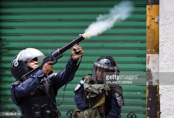 Riot police clash with students of the National Autonomous University of Honduras demanding the resignation of Honduran President Juan Orlando...