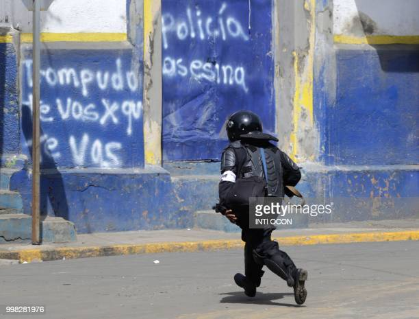 Riot police officer confronts anti-government demonstrators at Monimbo neighbourhood in Masaya, some 35 km from Managua, on July 13, 2018 during a...