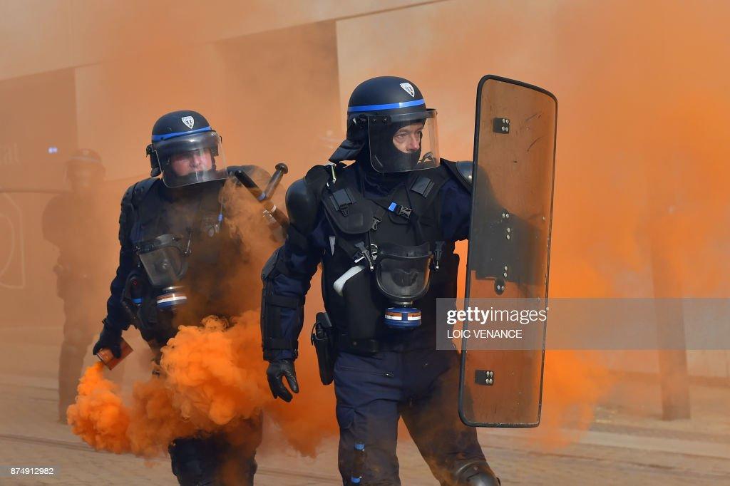 FRANCE-POLITICS-LABOUR-STRIKE : News Photo