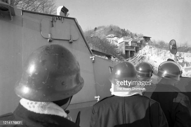 Riot police officers look up the Asama Sanso lodge where the United Red Army members take a hostage on February 22 1972 in Karuizawa Nagano Japan