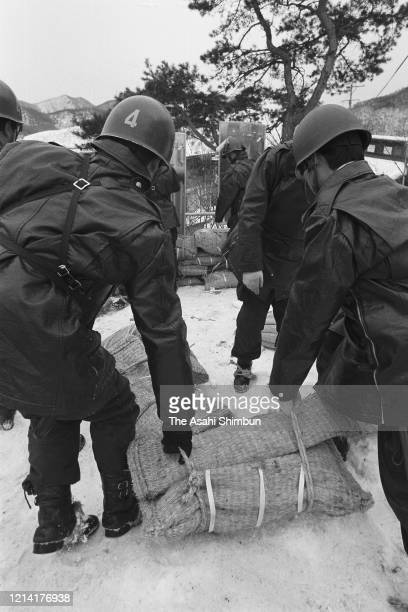 Riot Police officers put sand bags around 70metres from the Asama Sanso lodge as the United Red Army members take a hostage on February 23 1972 in...