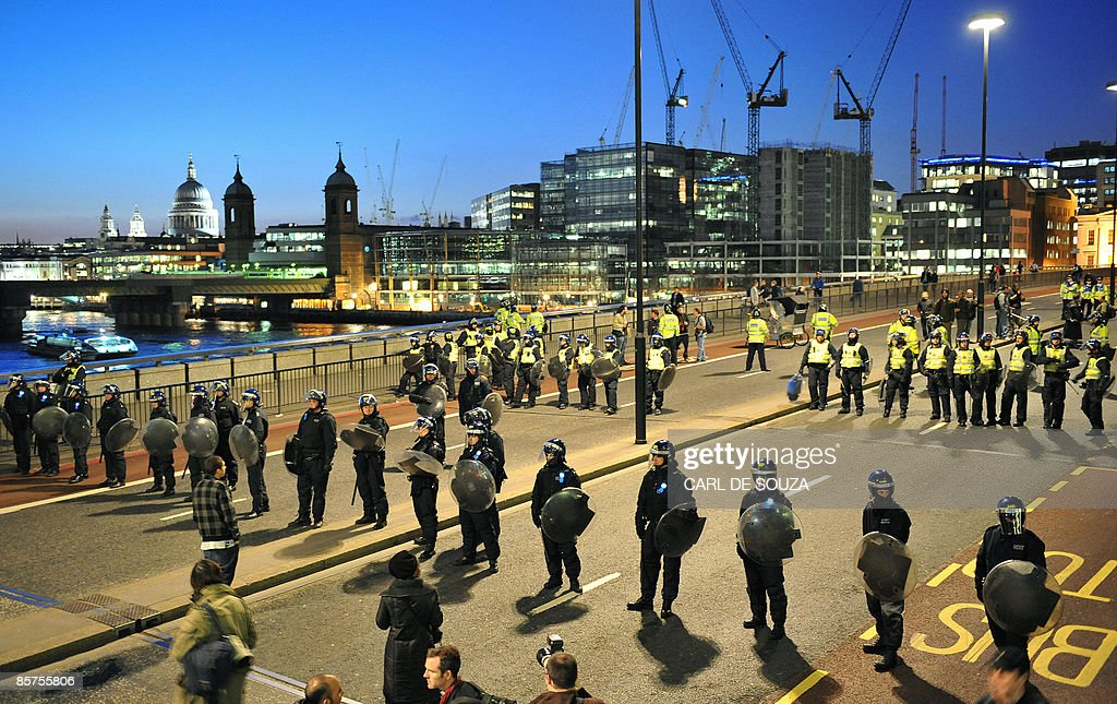 Riot police officers stand guard on Lond : News Photo