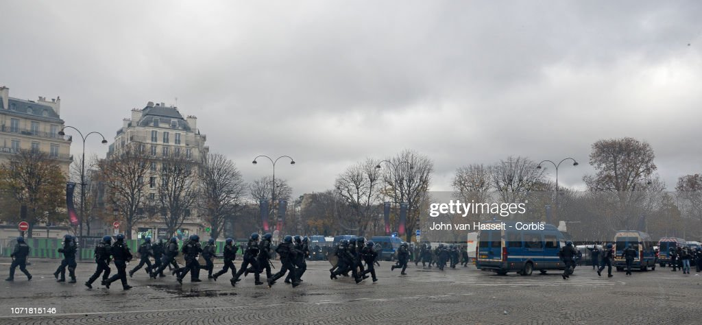 """Yellow Vests"" Protest Against The Rise Of Fuel Oil Prices In Paris : News Photo"