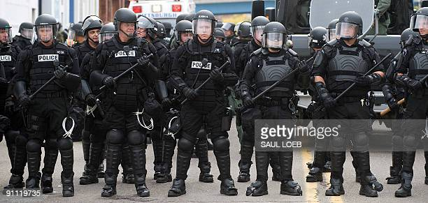 Riot police stand in a street during a demonstration against the G20 economic summit in Pittsburgh, Pennsylvania, September 24, 2009. AFP PHOTO /...