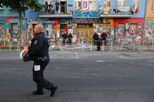 DEU: Authorities Attempt Fire Inspection At Rigaer Strasse 94 Squat