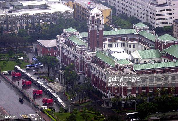 Riot police vehicles and fire trucks deploy in front of the Presidential Palace during a demoatration in Taipei 27 March 2004 Taiwan's opposition...