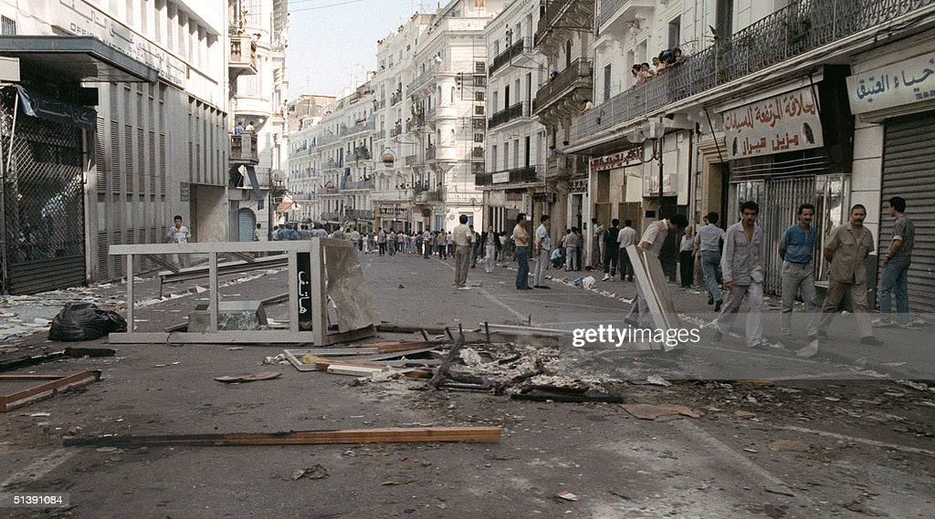 Riot policemen deploy in the streets of Algiers 10 : News Photo
