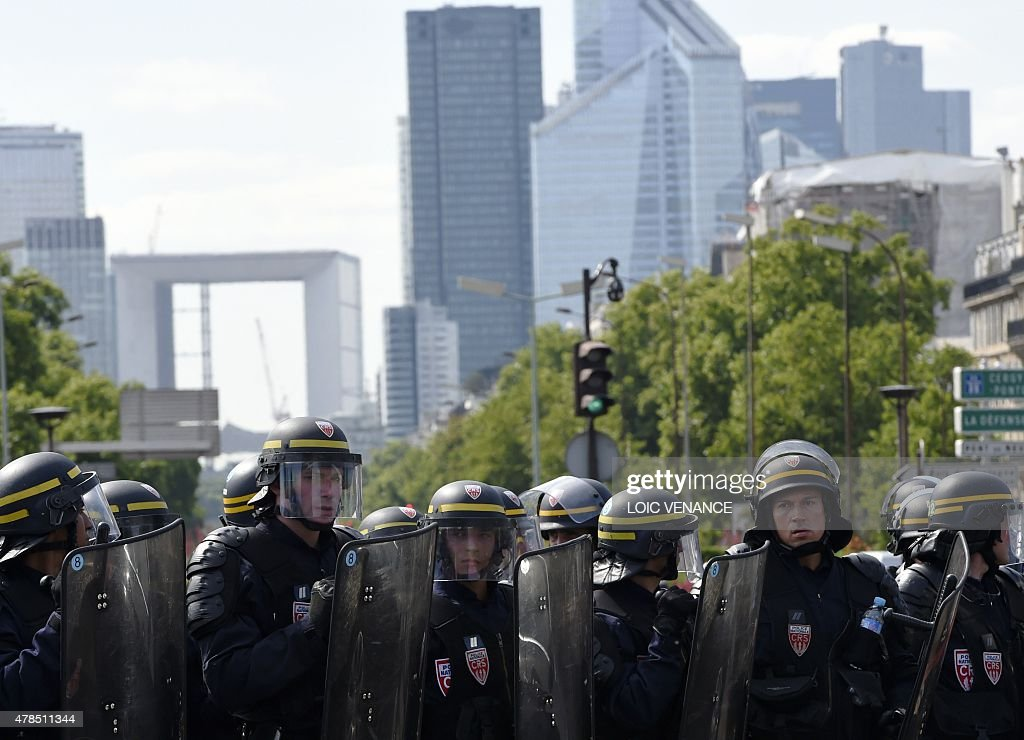 Riot Policemen Deploy Through The Porte Maillot Traffic Roundabout - Taxi porte maillot
