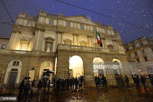 Riot policemen stand as guests arrive for the opening show of the season of La Scala opera house on December 7 2012 in Milan The 2012/2013 La Scala...