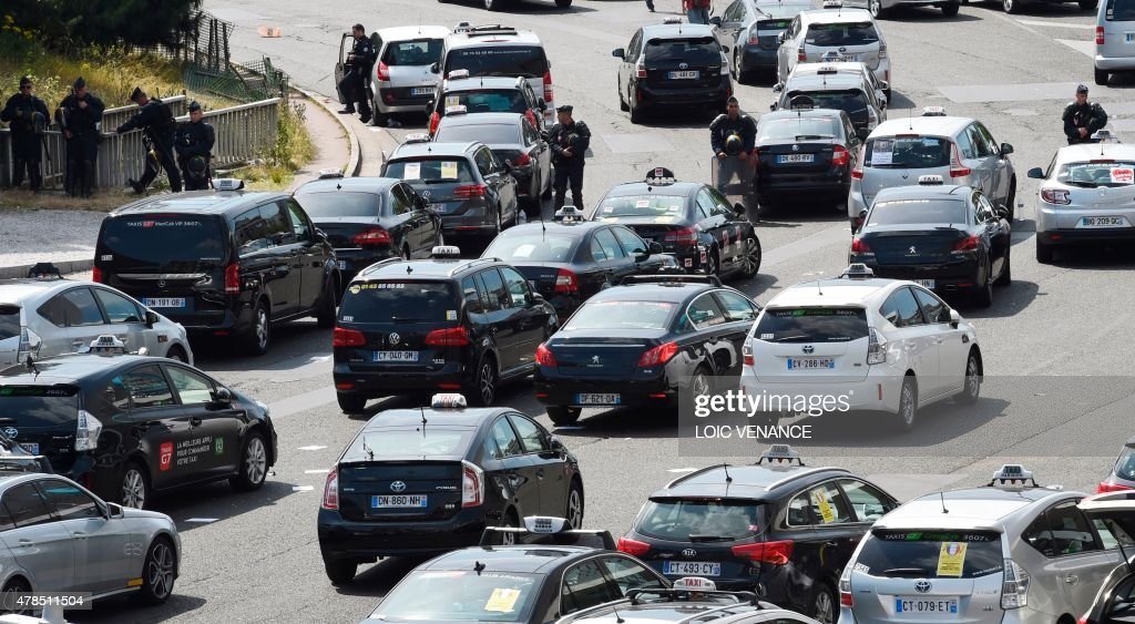 Riot Policemen Stand Guard By Taxi Vehicles As Taxi Drivers Stage A - Taxi porte maillot