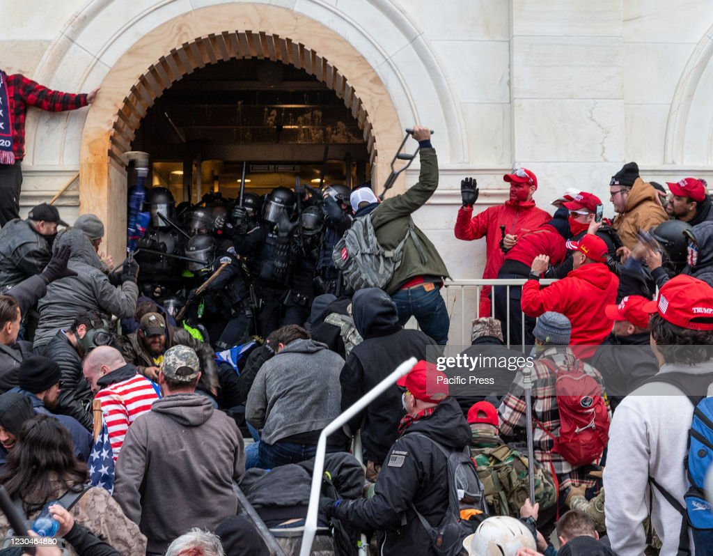 Rioters clash with police trying to enter Capitol building... : News Photo