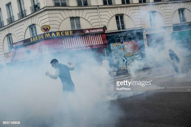 Riots during the May Day demonstration in Paris Thousands of persons between 20 000 and 55 000 have gathered in the Streets of the French capital...
