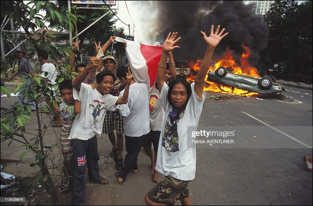Riots In Jakarta On May 14th, 1998 In Jakarta,Indonesia : ニュース写真