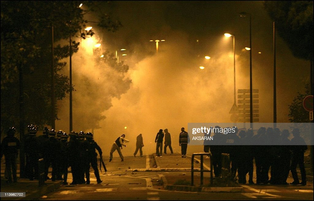 Riots in the Le Mirail district of Toulouse, France On November 06, 2005- : News Photo