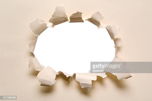 破れたホールの紙